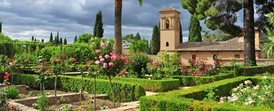 Taman surga di bumi ada di Generalife Granada
