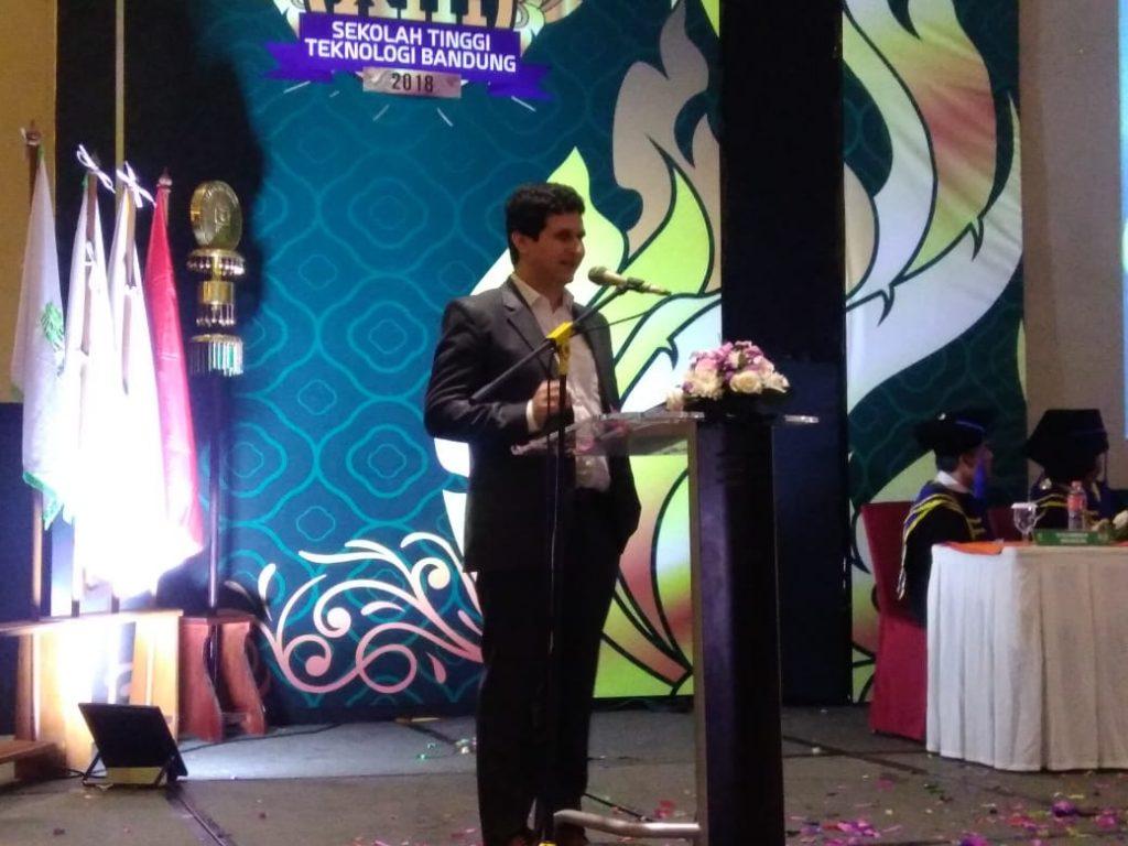 Drr. Cryille orasi ilmiah di STT Bandung